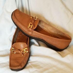 elites  walking brown women  cradles leather shoe